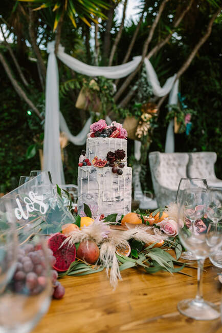 Wedding table decoration in rustic style placed outdoors — Stock Photo