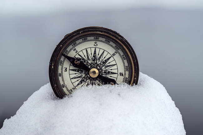 Vintage compass in snow outdoors, close-up — Stock Photo