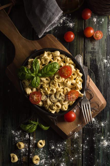 Homemade ravioli with basil and tomatoes — Stock Photo