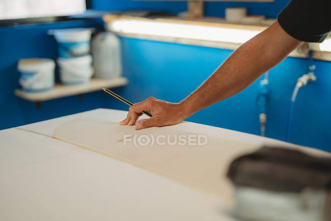 Cropped image of Craftsman making surf board in workshop — Stock Photo