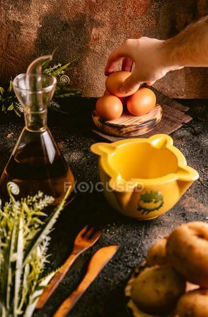 Стол с продуктами для пищевой промышленности — стоковое фото
