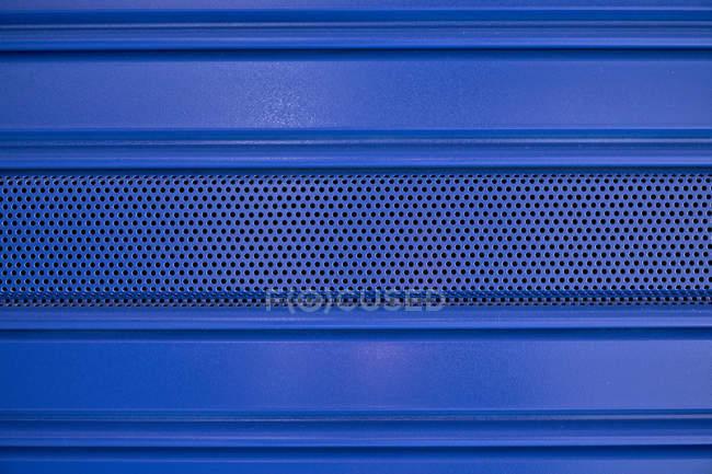 Металлотекстурированная синяя стена — стоковое фото