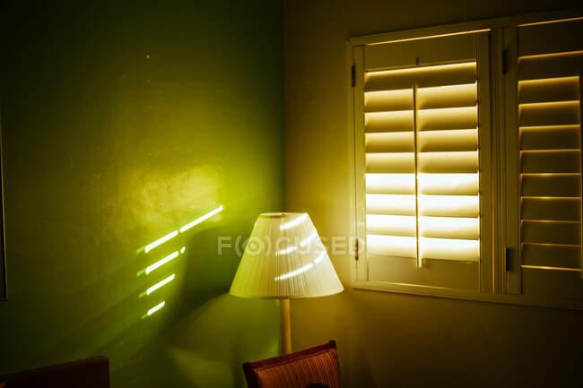 Chambre à l'hôtel avec lumière du matin — Photo de stock