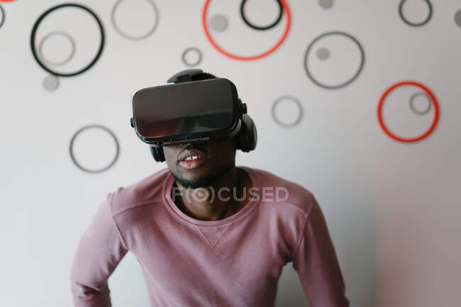 Excited black man in VR glasses enjoying time at home — Stock Photo