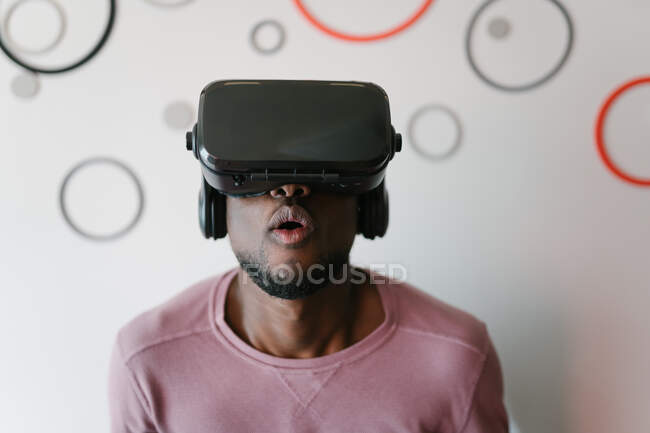 Amused African American man in VR glasses spending time in virtual reality staying at home — Stock Photo