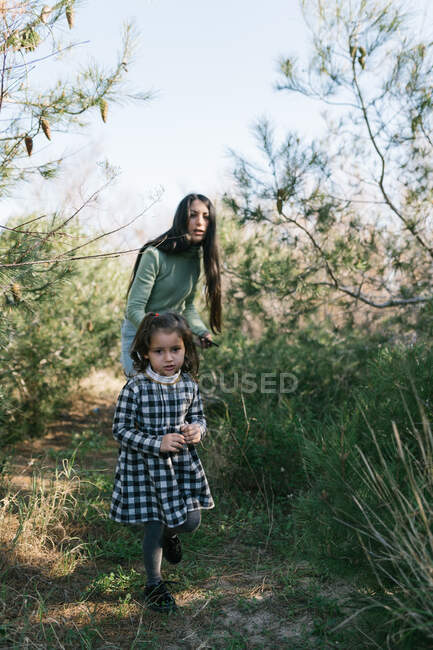 Mother and daughter having fun on nature — Stock Photo