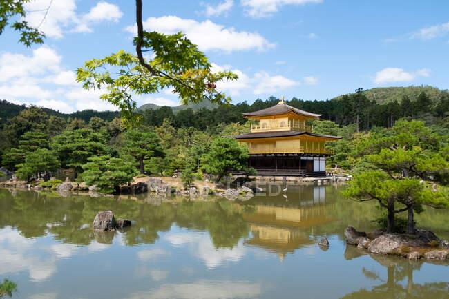 Picturesque scenery of religious Buddhist temple Kinkaku ji near lake in Japan — Stock Photo