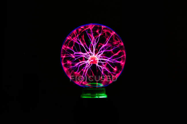 Light streams of light in luminous ball in dark — Stock Photo