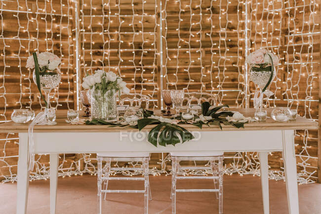 Elegant banquet with flowers under tent — Stock Photo