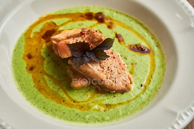 From above delicious pieces of tuna with seasoning and sauce on plate — Stock Photo