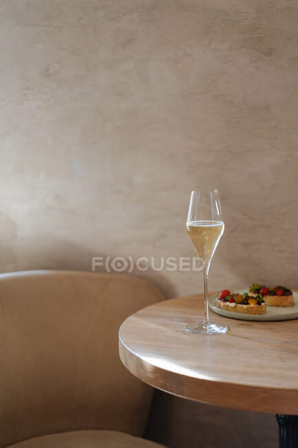 Glass of alcohol beverage on table on restaurant — Stock Photo