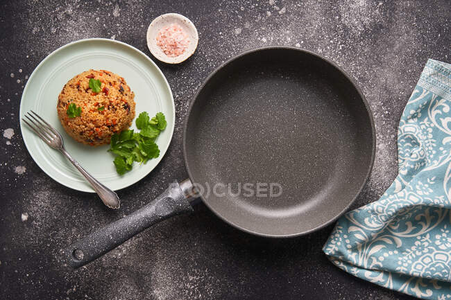 Tasty cutlets in pan and plate. — Photo de stock