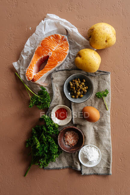 Ingredientes de receita com peixe e verduras — Fotografia de Stock