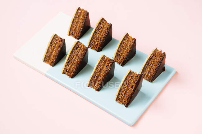 Pastelería de chocolate a bordo - foto de stock