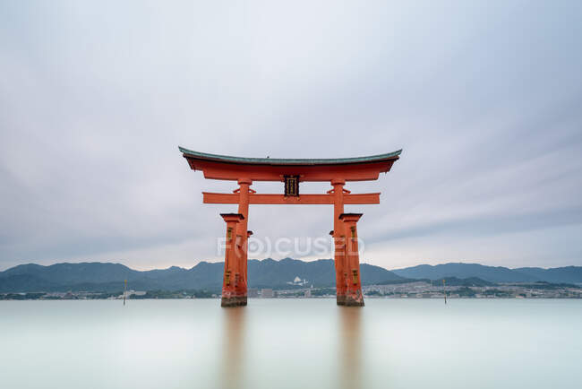 Oriental construction over water at sunset — Stock Photo