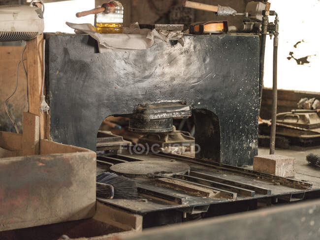 Big black metal shabby automate press for making tiles in modern workshop — Stock Photo