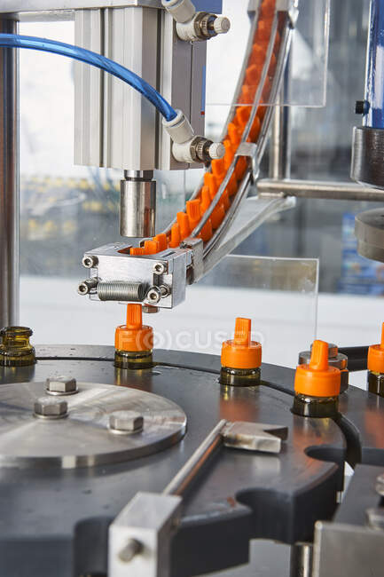 Chain of packaging and manufacture of tablets and vials of tablets and pills industrially for the medical and health sector — Stock Photo