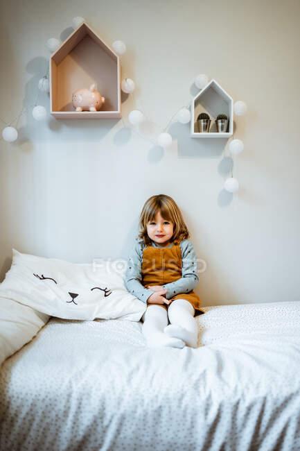 Cute girl looking at camera — Stock Photo