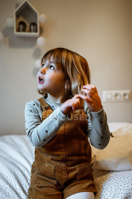 Portrait of an adorable little girl — Stock Photo