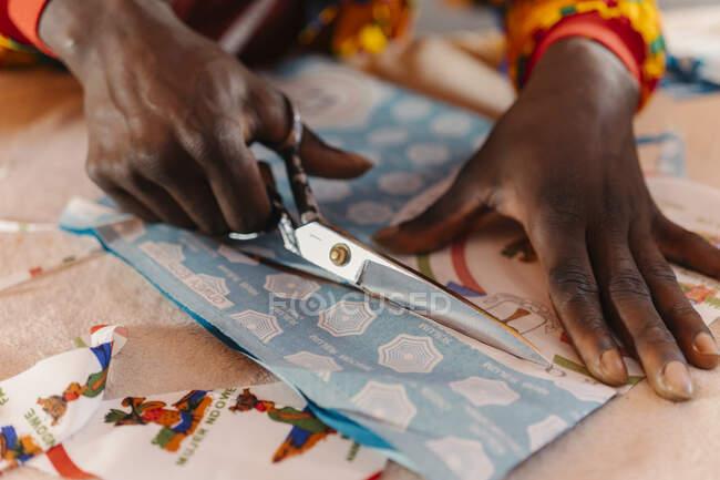 Tejido ornamental de corte a medida para costura - foto de stock