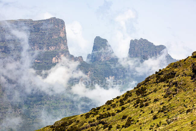 Spectacular landscape of green hill on rough mountains in Ethiopia — Stock Photo