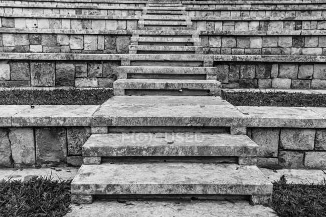 Black and white stone steps leading up among rows of tribunes in ancient temple in Mexico — Stock Photo