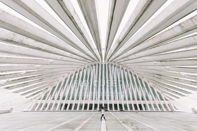 Anonymous person walking along modern curve shaped building of Oviedo Conference Center with futuristic design in Spain — Stock Photo
