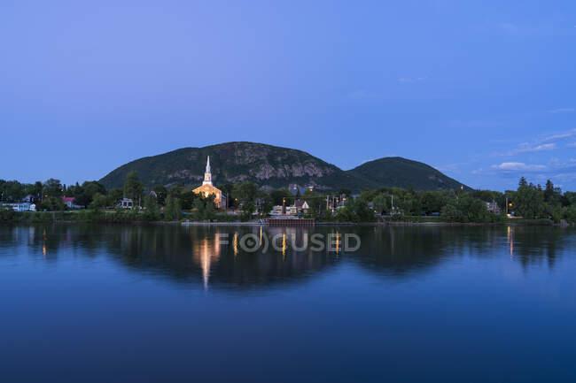 Гора во время заката, Мон-Сент-Хилер, Квебек, Канада — стоковое фото