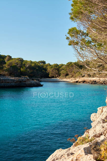 Beautiful view of beach, bay of turquoise blue sea water with clear skies of Majorca island Spain — Stock Photo