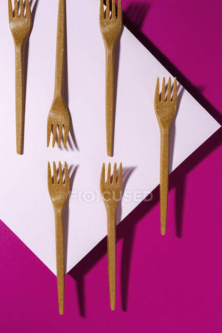 From above view of brown eco friendly fork on pink carton background — Stock Photo