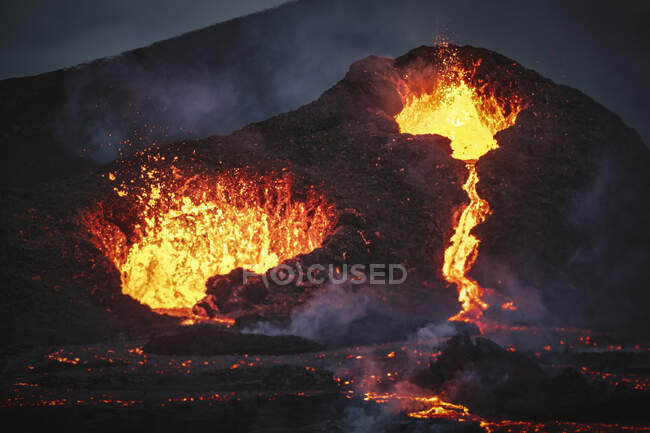 Close-up Fagradalsfjall volcano erupting in Iceland between clouds of smoke — Stock Photo