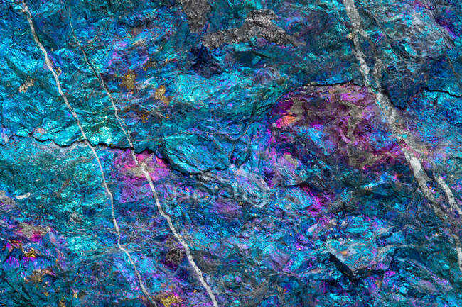 Texture Macro Photography of Peacock ore (Chalcopyrite treated with acid) from Mexico; a copper ore — Stock Photo