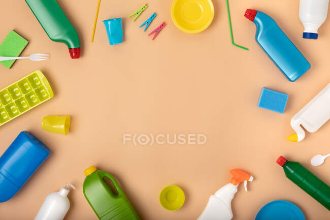 Fundo de diversos pacotes de plástico colorido — Fotografia de Stock