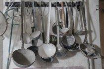Cerámica escultura herramientas metálicas - foto de stock