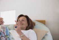 Senior woman using a digital tablet — Stock Photo