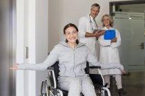 Patiente en fauteuil roulant — Photo de stock