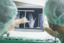 Лікарі підготовка операція — стокове фото