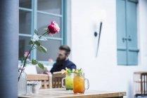 Zwei alkoholfreien Cocktails serviert, in Glas-Glas — Stockfoto
