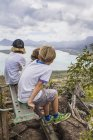 Three children looking at Indian Ocean from viewpoint — Stock Photo