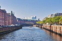 Water canal in Speicherstadt quarter of Hamburg, Germany — Stock Photo