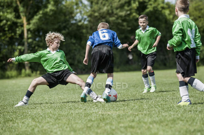 Junior boys playing football — Stock Photo