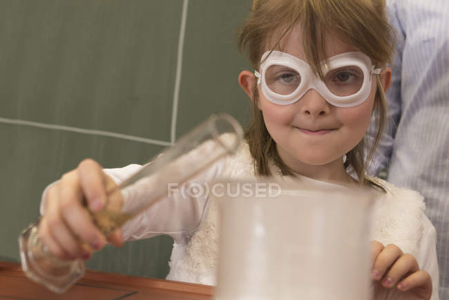 School girl doing experiment — Stock Photo