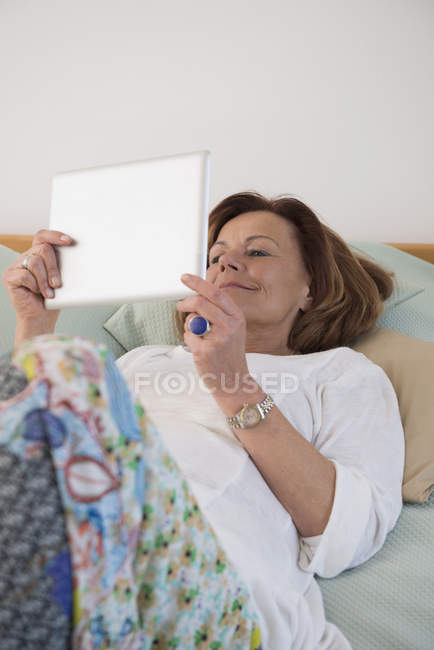 Senior woman using a digital tablet — Stock Photo