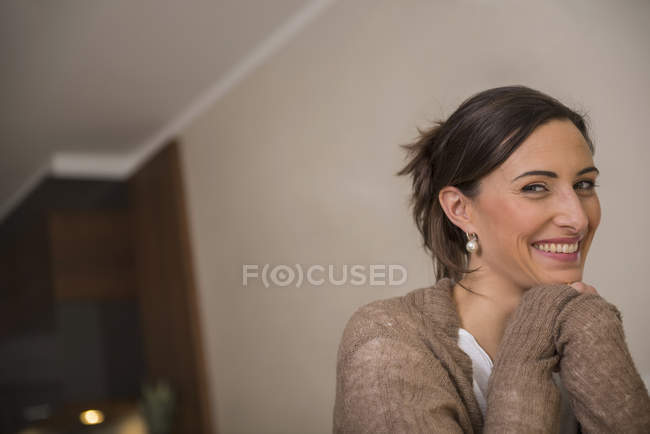 Woman smiling with leaning on elbows — Stock Photo
