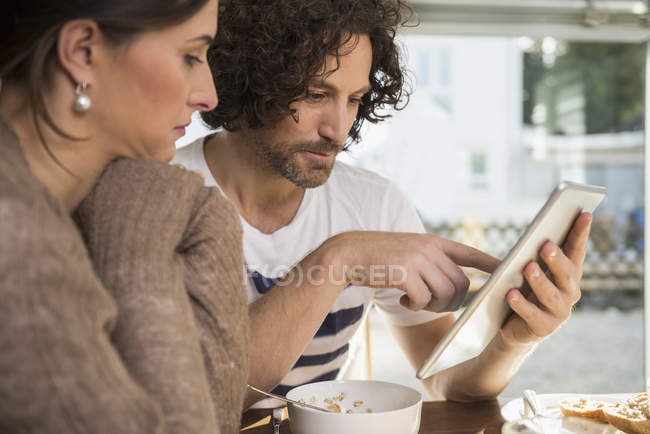 Mid adult couple using a tablet — Stock Photo