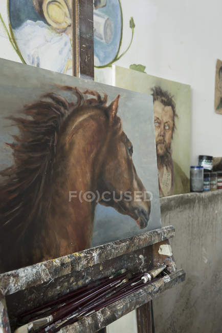 Painting of horse in art studio — Stock Photo