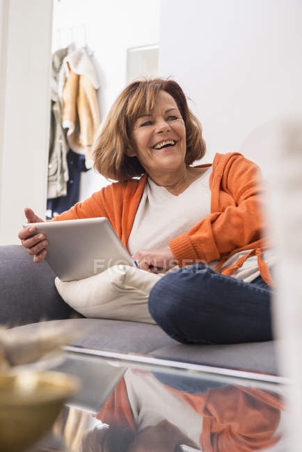 Senior woman working a digital tablet — Stock Photo