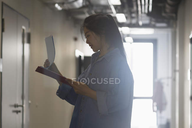 Female engineer working in an industrial plant — Stock Photo