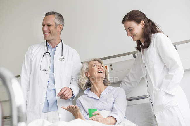 Doctors visit in hospital — Stock Photo