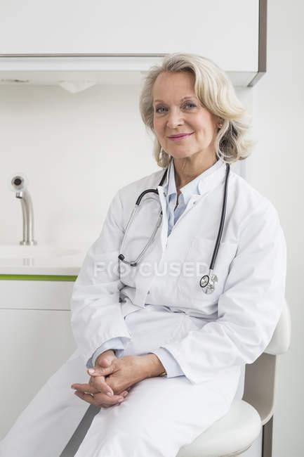 Senior female doctor — Stock Photo